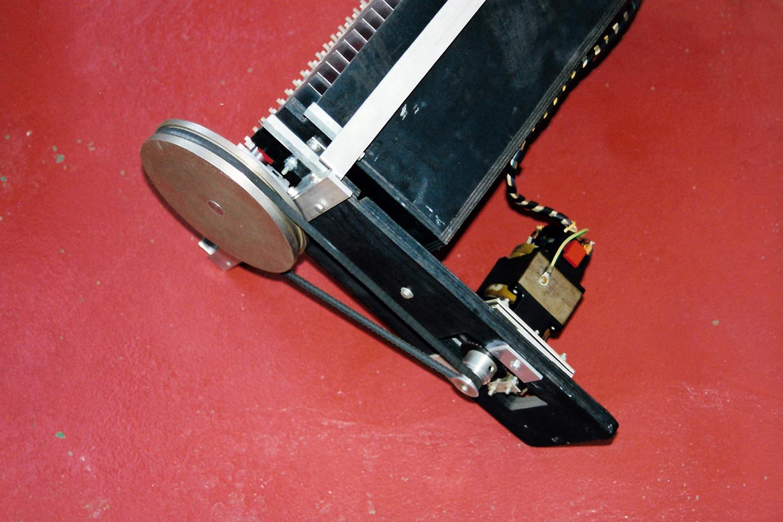 Mellotron M400 - Motor, belt driving the capstan