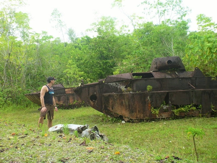 Restos de carros de combate da Segunda Guerra Mundial em Peleliu Palau