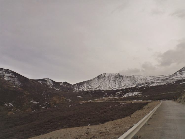 Montanhas entre Shangai-La e Litang