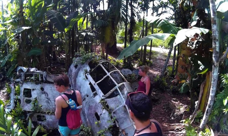 Segunda Guerra Mundial Restos Avião Caça Japonês destruído em Peleliu Palau