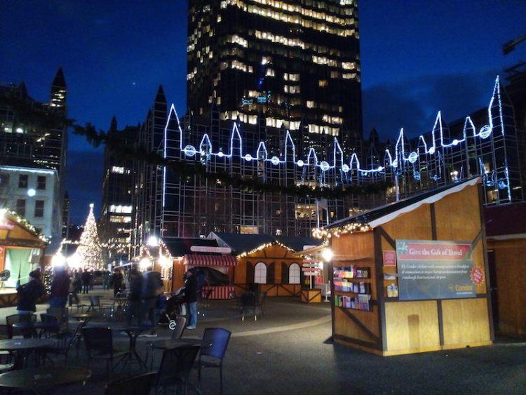 Feira de natal no centro Pittsburgh