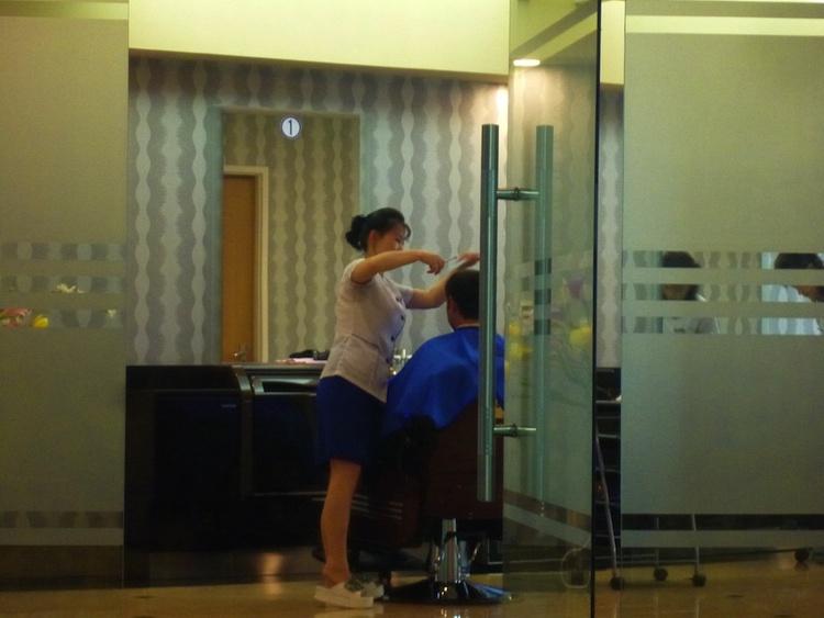 Cortando o cabelo na Coreia do Norte