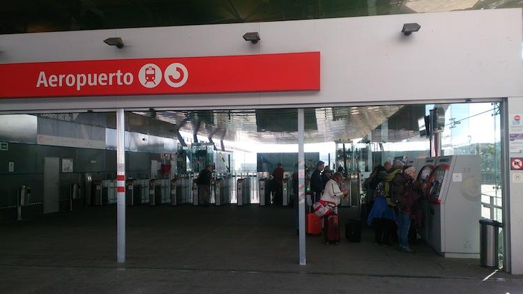 Entrada da estação de trem do aeroporto de Malaga