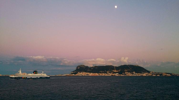 Vista de Gibraltar da balsa Algeciras-Ceuta