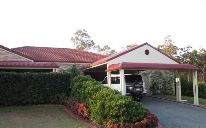 Steel framed carport with bullnose by Outside Concepts Brisbane South