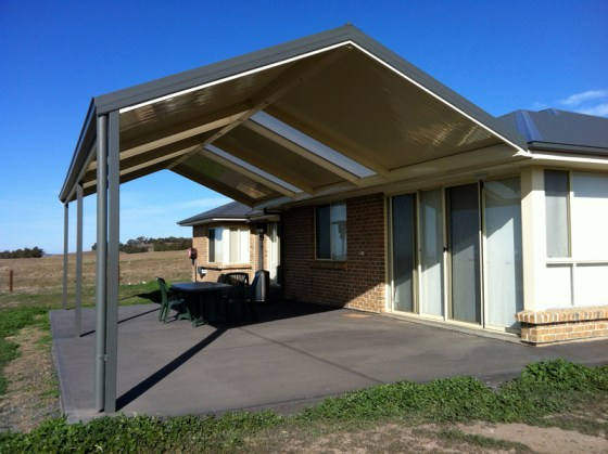 Steel pergola with FlatDek and polycarbonate roof by Outside Concepts Eastern