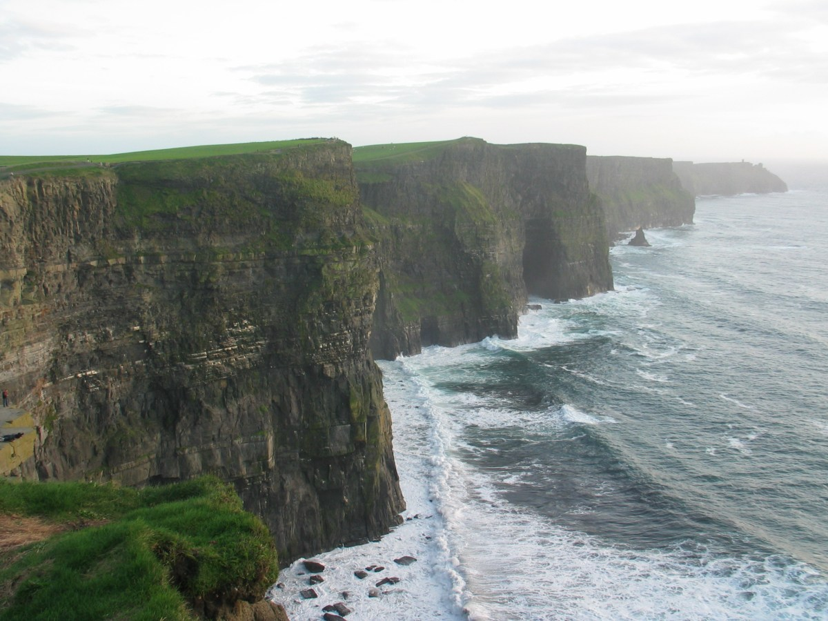Cliffs and Castles : Ireland in Photos