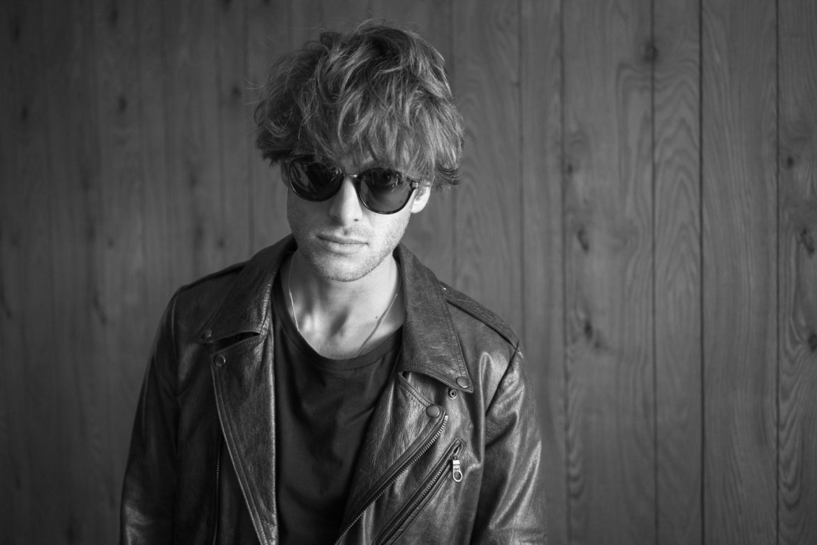 Paolo Nutini Messy Mop Top Hairstyle - 9 amazing Men's Hairstyles for Thinning Hair