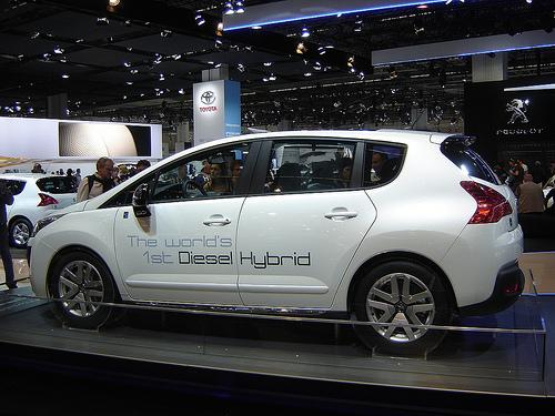 Peugeot 3008 hybride diesel La baisse de la consommation réduit la dépendance des décisions d'achat au prix du carburant. Crédit photo :  harry_nl
