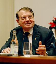 Le Pr. Luc Montagnier, colauréat du prix Nobel de médecine 2008 pour la découverte du virus du Sida. Source : Wikipedia