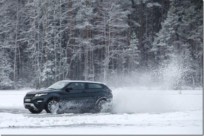 2014 Range Rover Evoque in the Snow (7)