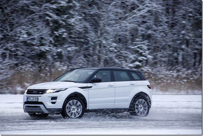 2014 Range Rover Evoque in the Snow (8)