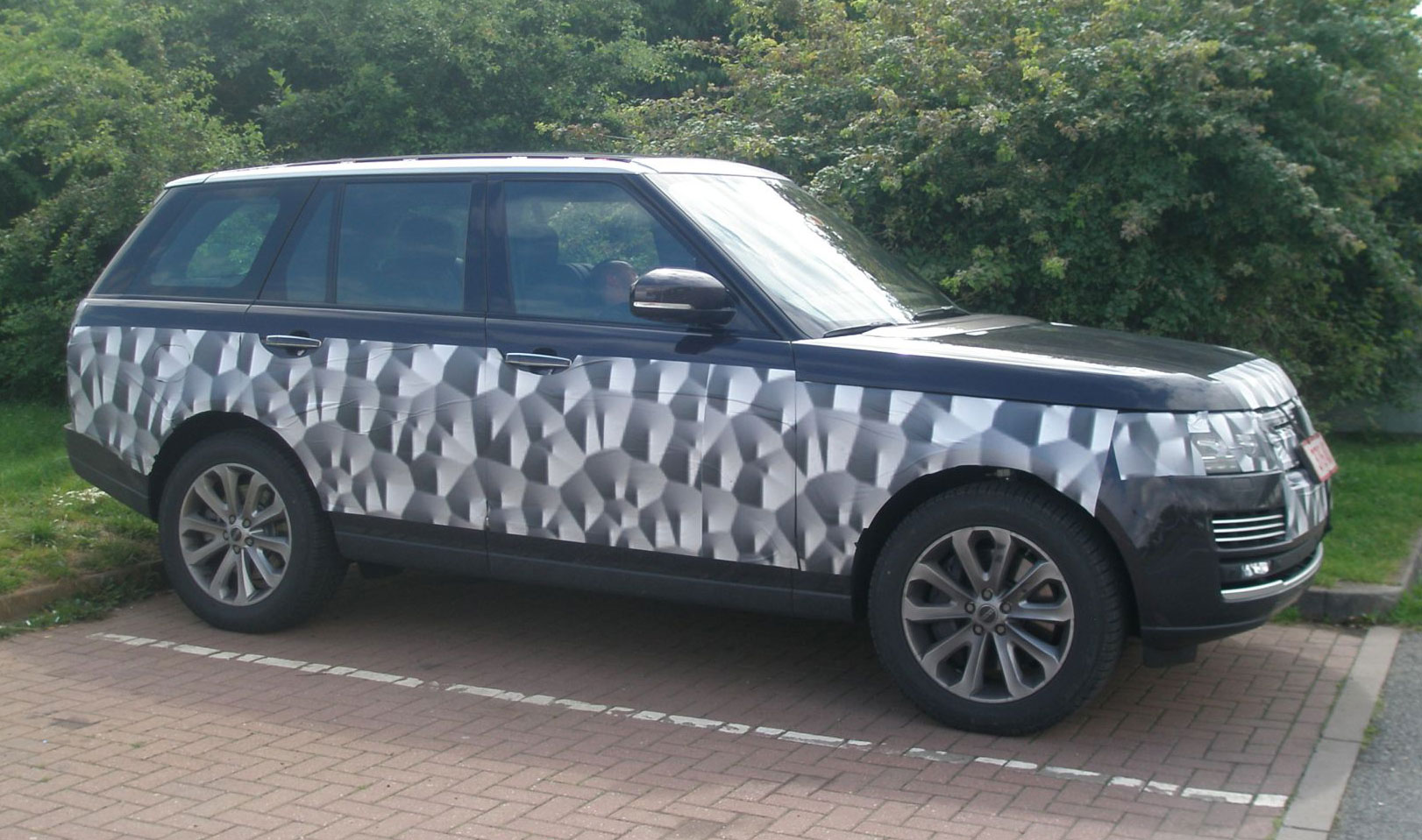 another 2013 range rover l405 in the wild i bet this is the final vehicle rangerover. Black Bedroom Furniture Sets. Home Design Ideas