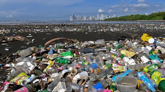 Salgında plastik üretimi azaldı
