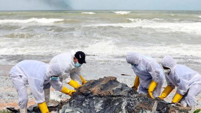 Sri Lanka plajları plastik çöplerle doldu
