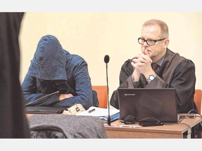 """Erst die Aussage von Carsten S. (l.) brachte den Anschlag mit dem """"Nationalsozialistischen Untergrund"""" in Verbindung. dpa"""