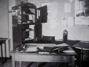 Zo werd het kantoor van het arbeidsbueau achter gelaten na de overval.