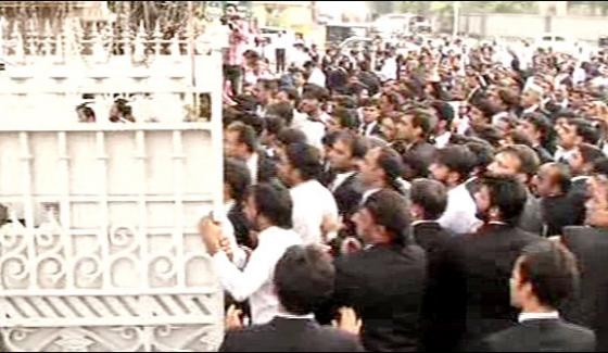 lawyers attacked on lahore high court