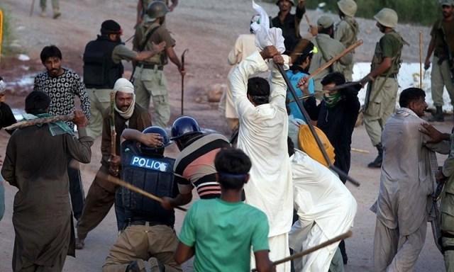 Clash Between Islamabad Police and Tehreek e Labaik Protesters