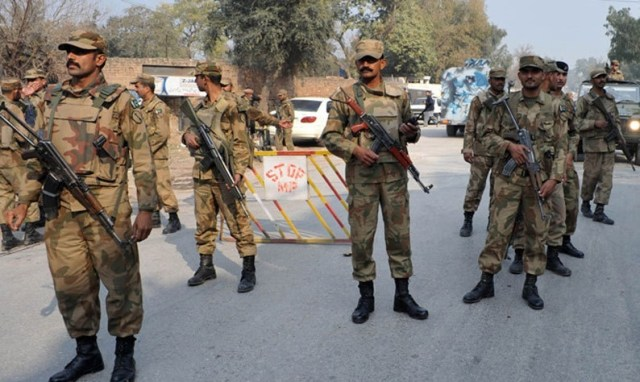 Government in Pakistan calls military in Islamabad