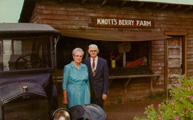 Walter-and-Cordelia-Knott-in-front-of-the-Berry-Stand-650px(1)
