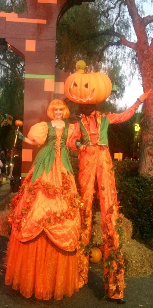 legoland-brick-or-treat-stilt-walkers
