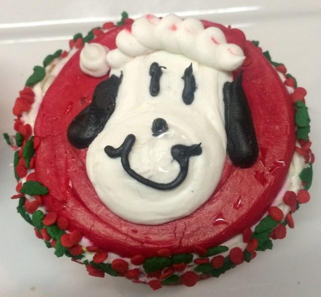 Knotts-Merry-Farm-Snoopy-CupcakeFullSizeRender