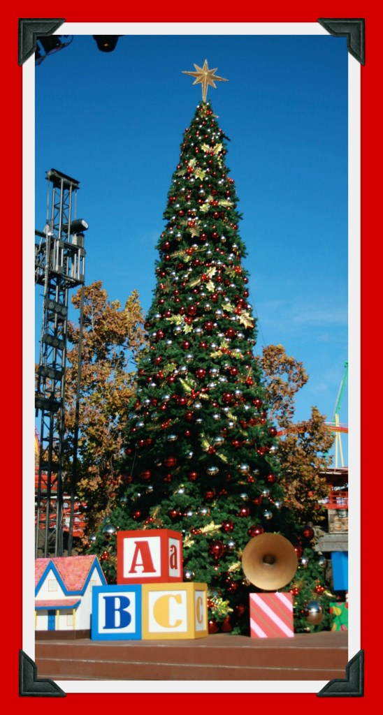 Knotts-Merry-Farm-Tree-Lighting