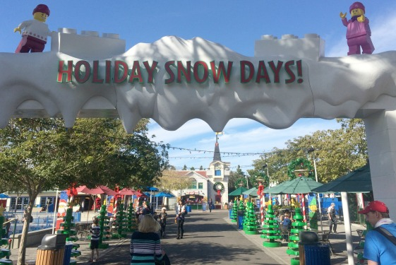 2015-Holiday-Snow-Days-Fun-Town-Facade
