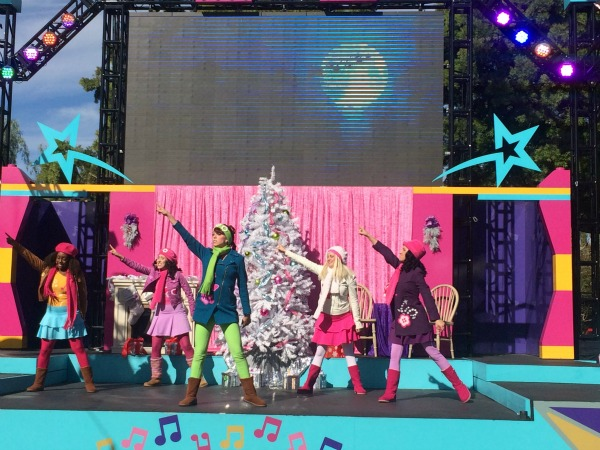 2015-Holiday-Snow-Days-LEGO-Friends-show