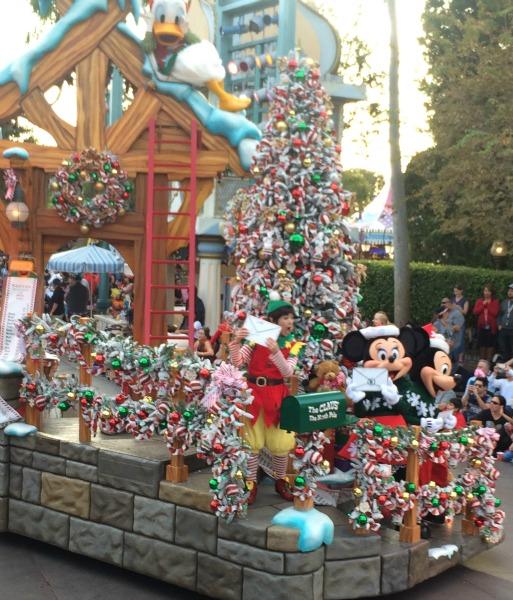 Disney-Holidays-Christmas-Fantasy-Mickey