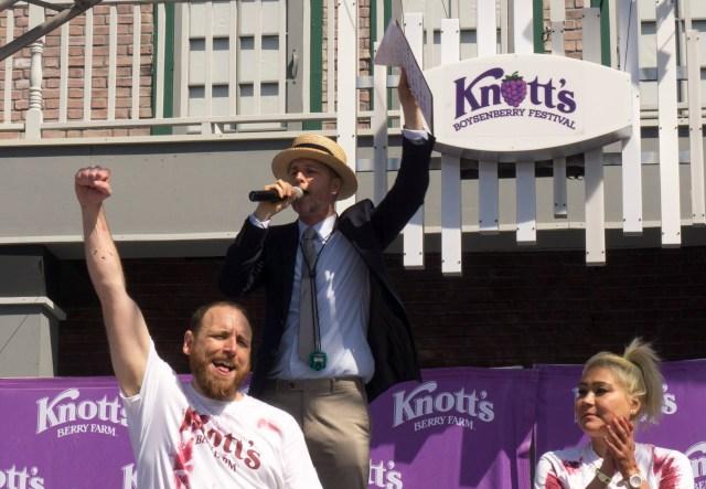 Joey-Chestnut-Winner-Knotts