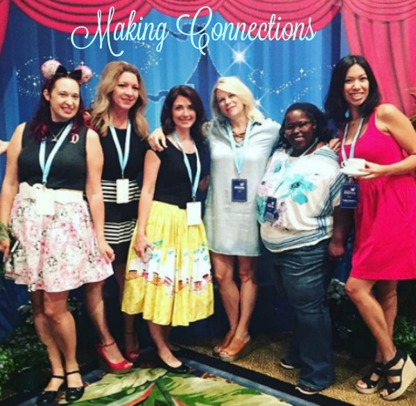 disney-social-media-moms-making-connections