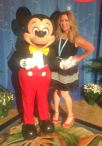 disney-social-media-moms-mickey