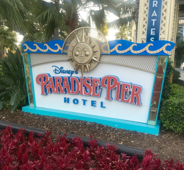 disney-social-media-moms-paradise-pier-sign
