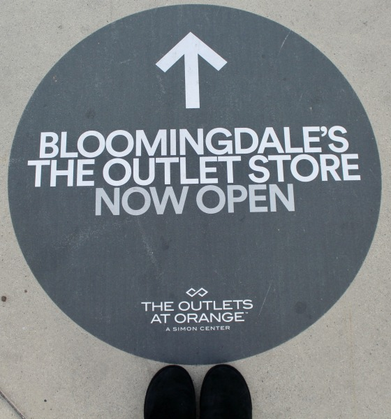 outlets-of-orange-this-way-to-bloomingdales