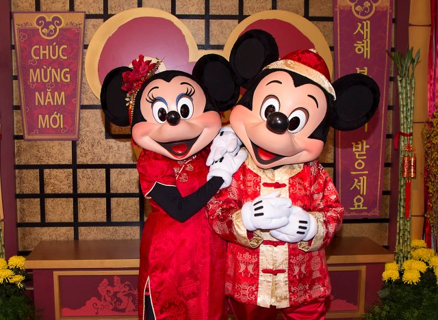 lunar-new-year-mickey-minnie