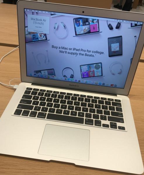 apple-store-macbook
