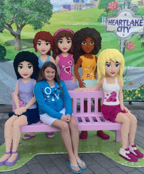 legoland-lego-friends-bench