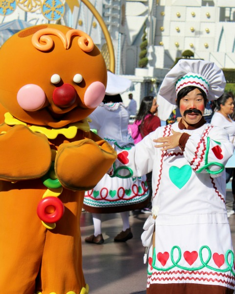 disneyland-holidays-a-christmas-fantasy-parade-gingerbread-man