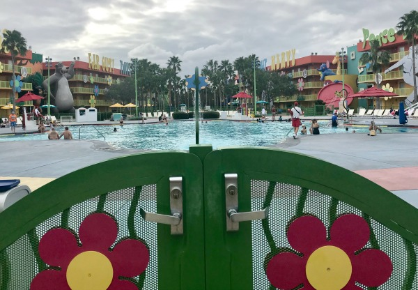 disneys-pop-century-pool-1