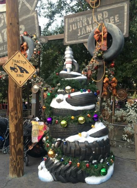 holidays-at-disneyland-resort-carsland-2