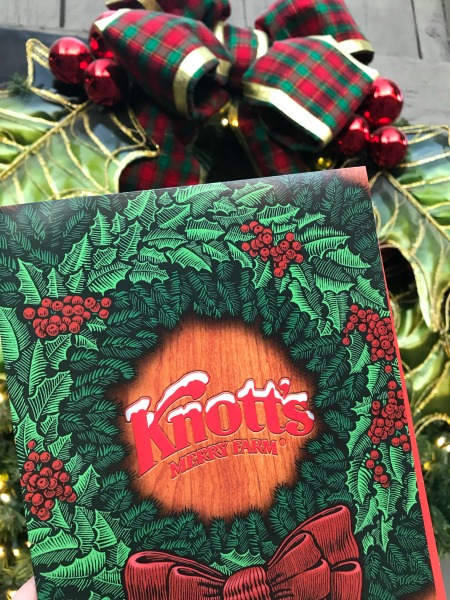 knotts-merry-farm-holiday-decor