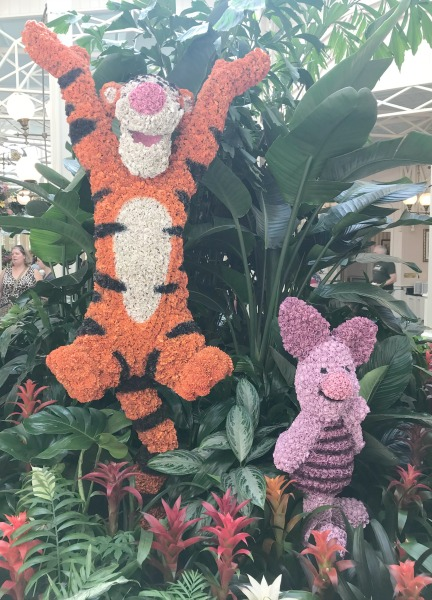 the-crystal-palace-tigger-and-piglet-decor