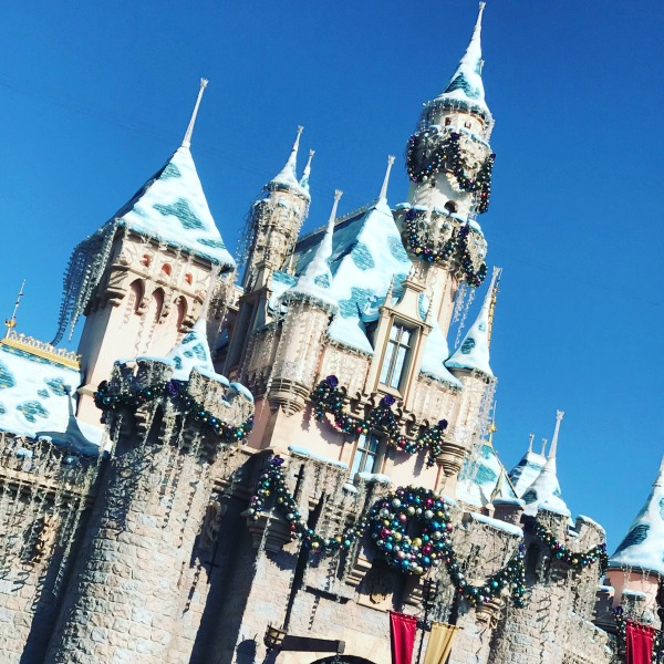 disneyland-holidays-castle-1