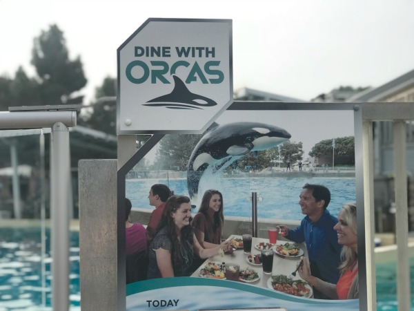 dine-with-orcas-sign