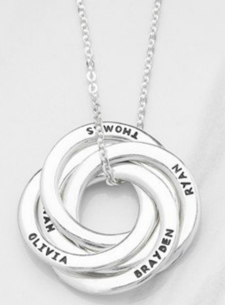 mothers-necklace-with-names