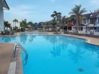 Vakantiewoning rondom dit zwembad. Zeer betaalbaar! compleet en ruim en niet ver van het strand. Welkom in Cha-am, Thailand!