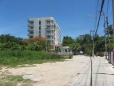 Dit gemeubileerde appartement op loopafstand van Huahin Beach is een goede keuze voor mensen die opzoek zijn naar een compleet appartement in een rustige omgeving, vlakbij van het strand en winkelcentra.