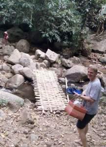 Onderweg naar kleine waterval